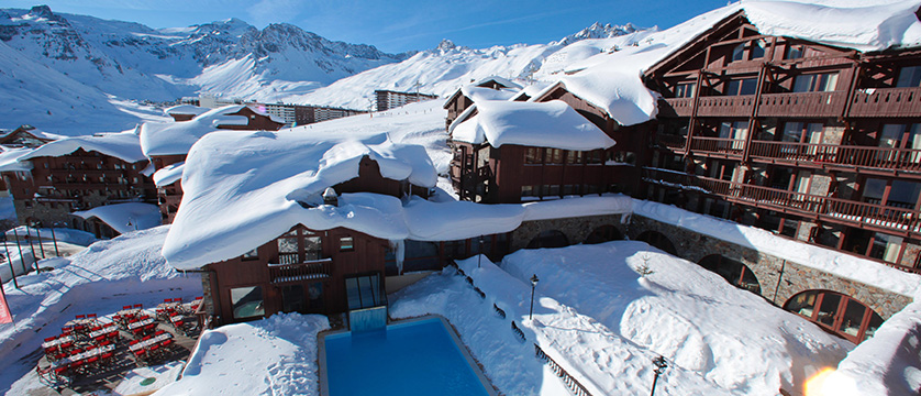 france_espace-killy-ski-area_tignes_village-montana-hotel_outdoor-pool.jpg